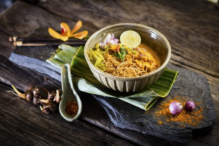 https://tourismthailand.in/wp-content/uploads/2017/05/224.Thai-Food-Northern-Style-Curried-Noodle-Soup-with-Chicken-30449PS-750x500.jpg
